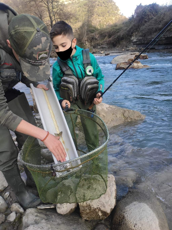 Escuela de pesca salmónidos mosca